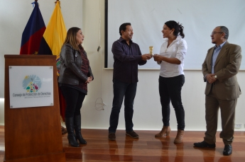 FemRock Ecuador entrega reconocimiento Valdivia 2018 a Diane Rodríguez activista por los derechos de la diversidad (5)