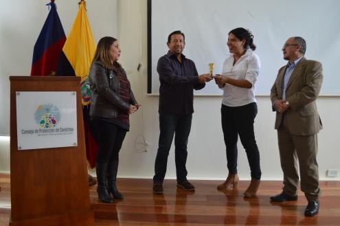 FemRock Ecuador entrega reconocimiento Valdivia 2018 a Diane Rodríguez activista por los derechos de la diversidad (6)