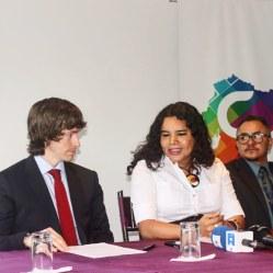 Camara LGBT del Ecuador rueda de prensa sobre lanzamiento - CEO Diane Rodriguez (6)